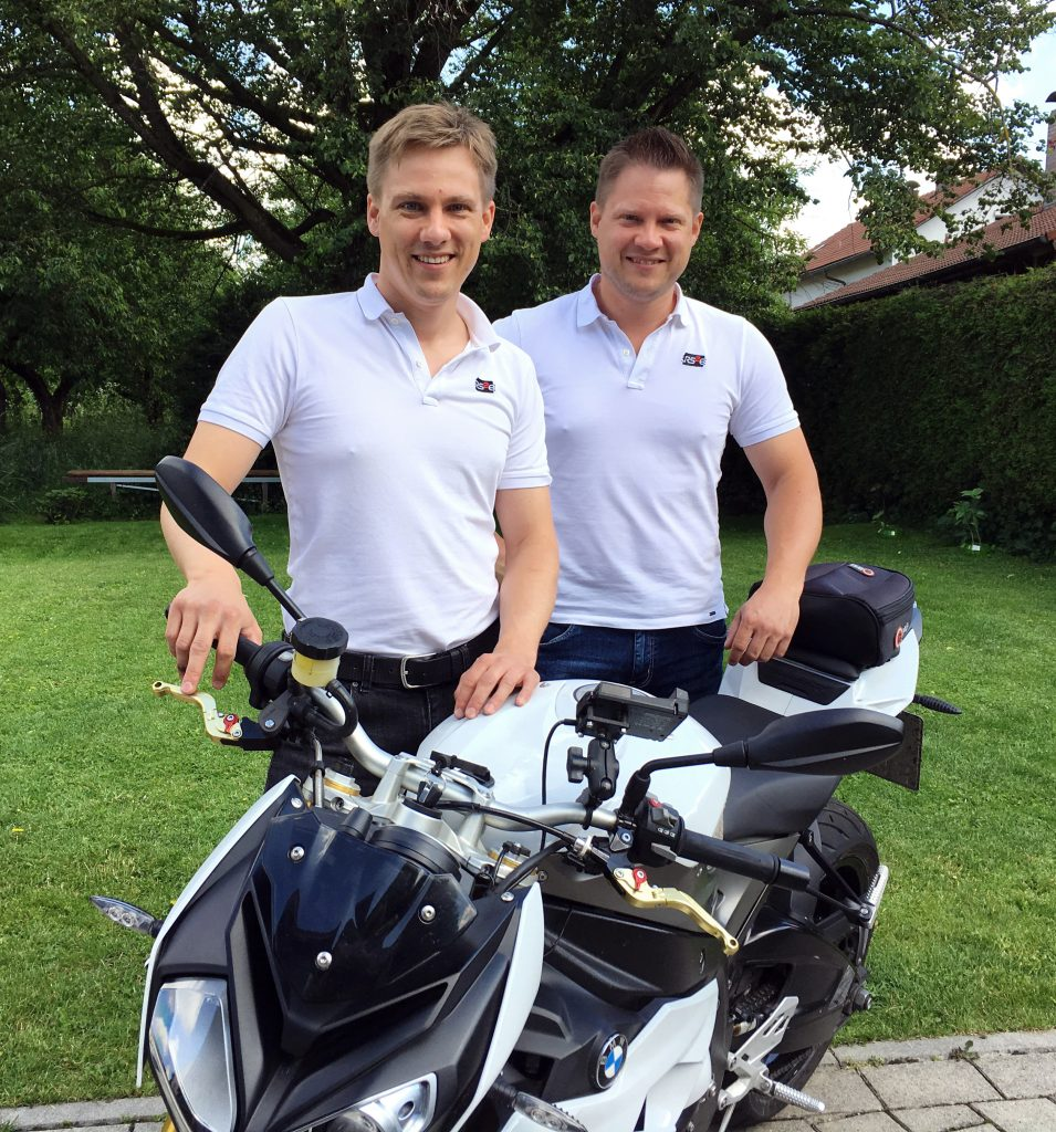 Rainer und Robert Stelzenberger vor der S1000R BJ 2014 mit Schaltassistent Pro und PowerMapping