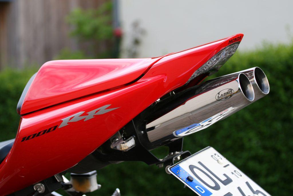 SA17 Sitzbankabdeckung mit Laser Extrem Auspuff